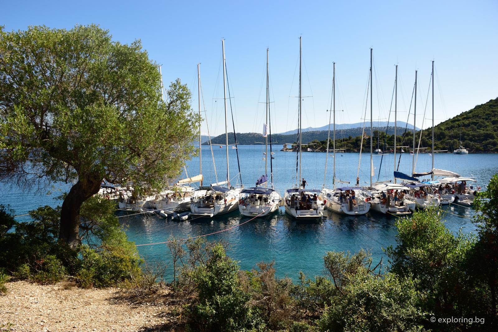 флотилия с ветроходни яхти в Гърция